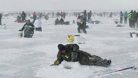 Зимен риболов с въдица за лед